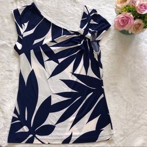 Lovely Banana Republic Blue and White Printed Top